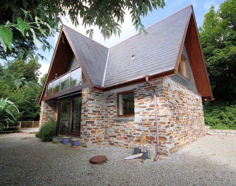 Owls Rest is woodland self-catering holiday lodge set in a secluded valley in Rock, north Cornwall with footpath access to Porthilly beach.