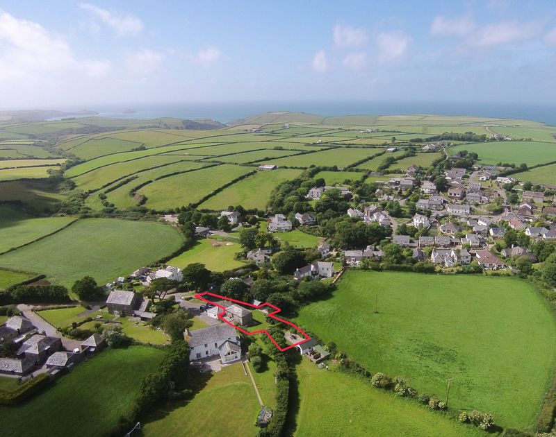 The aerial location with sea in background of An Skyber Barn, a traditional self catering holiday cottage in North Cornwall.