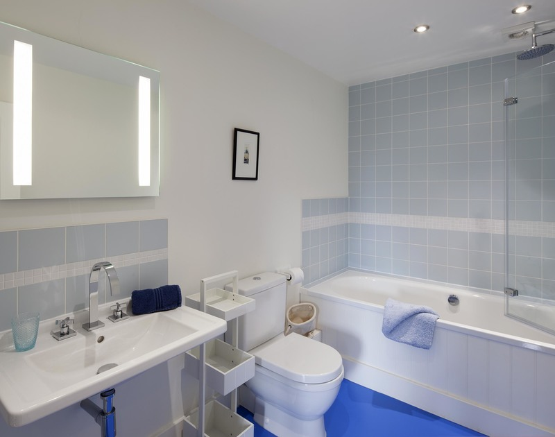 The contemporary family bathroom in Cherrytrees, a self catering holiday house to rent in Rock, Cornwall.