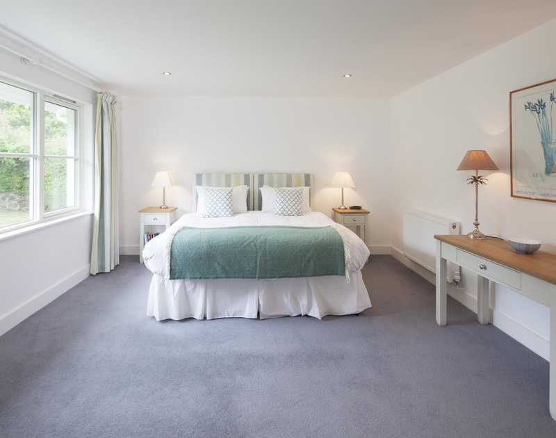 Cherrytrees in Rock, Cornwall offers a second zip and link superking size bedroom with an ensuite bathroom.