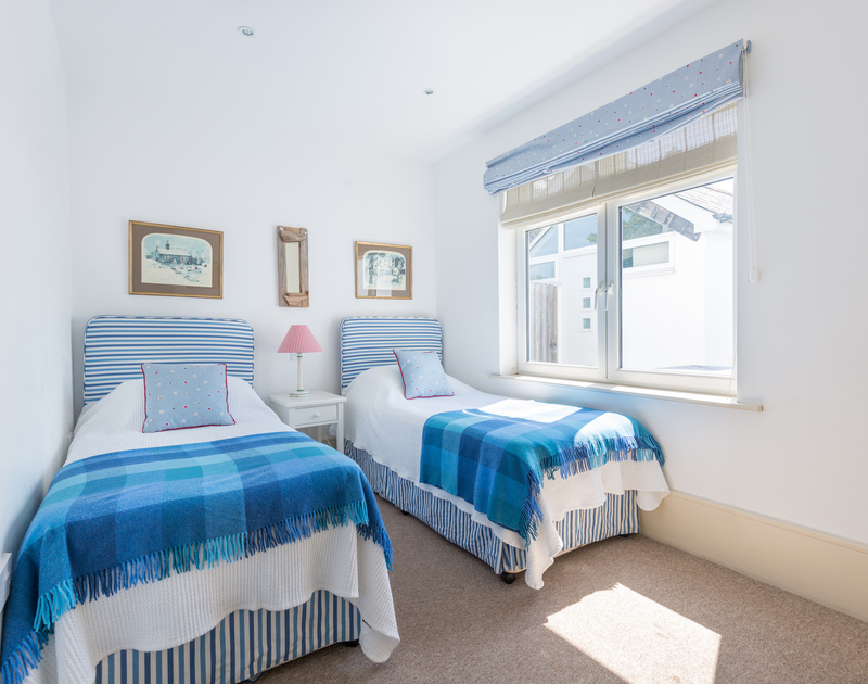 The second twin bedroom on the ground floor at The Point in Polzeath.