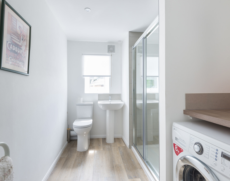 Useful utility room with WC and shower room at holiday house to rent Musters.