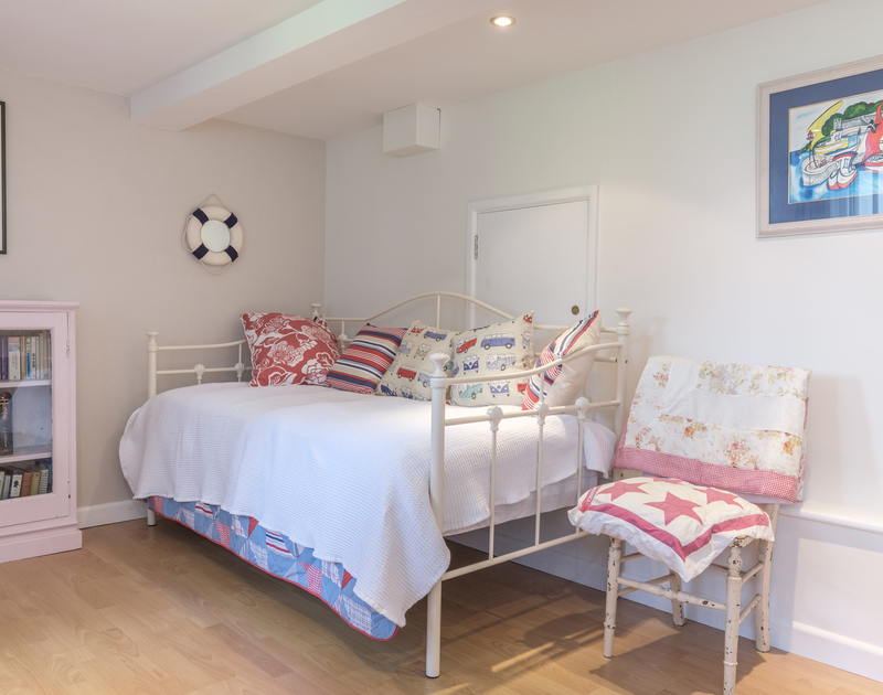 The pretty single bed in the family room on the lower ground floor at Trestar in Polzeath.