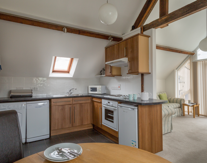 Gully Lofts is a self-catering holiday cottage in Port Isaac, Cornwall, with a bright open plan kitchen dining room.
