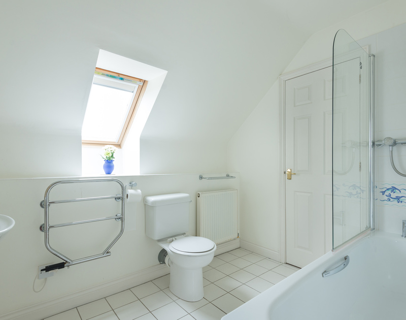 The spacious family bathroom at Kirra, a holiday cottage to rent in Polzeath, on the north Cornwall coast