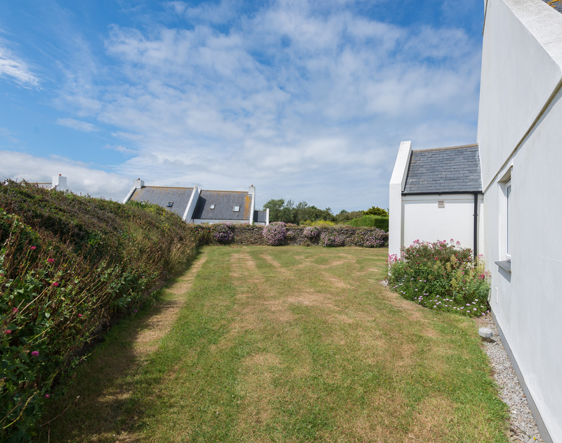 Guests at Kirra in Polzeath, north Cornwall have use of a large, sunny lawned garden.
