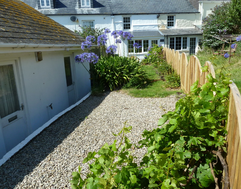 Pretty Beehive Cottage is very close to the bustling harbourside at Port Issac and  also benefits from a south facing garden and garage parking.