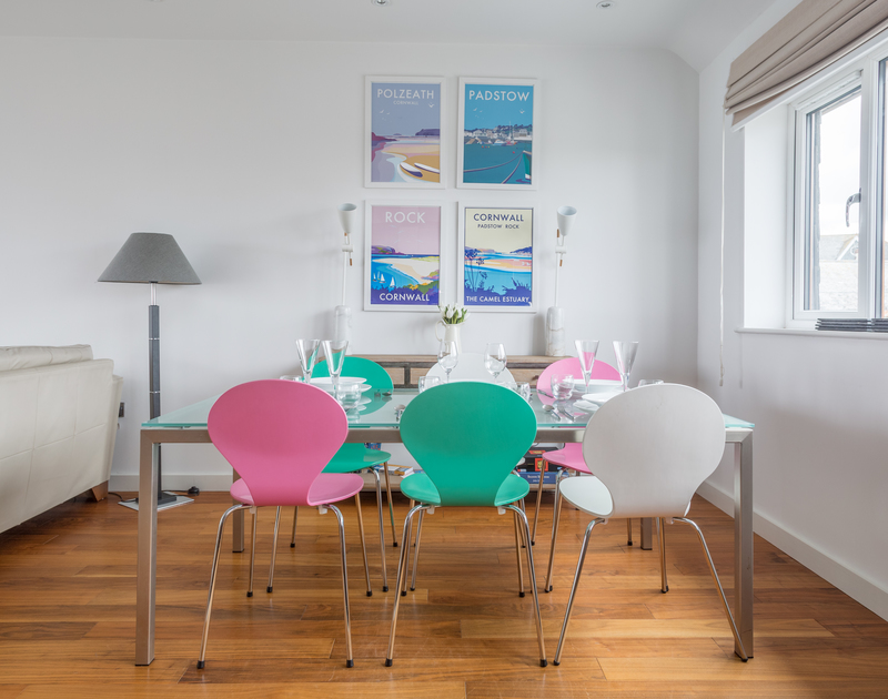 The contemporary dining area in Number 9 Port Isaac.