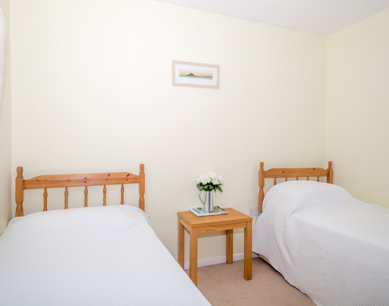 The twin bedroom at self catering holiday rental Trevic in Polzeath.