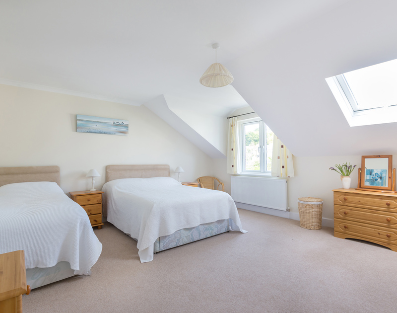 A light and spacious twin bedroom at Willowbrook, a holiday rental in Rock, Cornwall