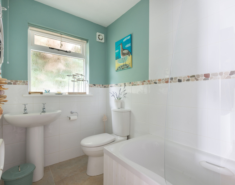 The bathroom of Rocklings, a self-catering holiday house to rent in Rock, Cornwall, with seaside decoration.
