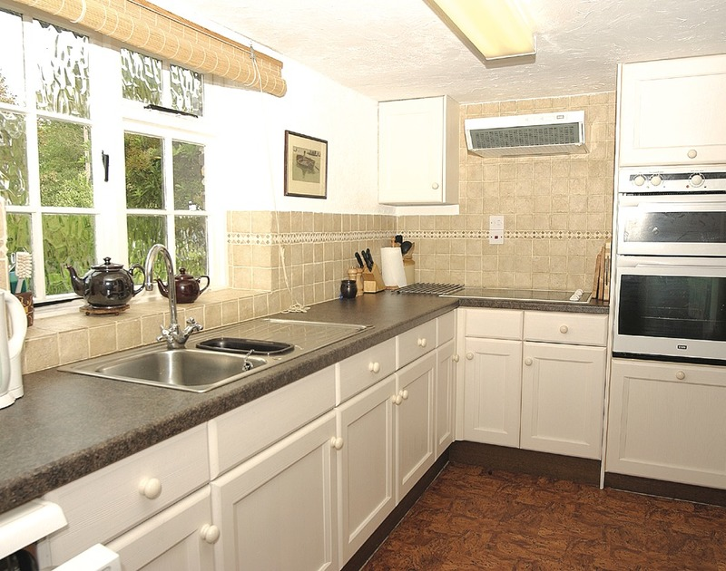 The fitted kitchen in Little Pityme, a self catering holiday rental in Rock, North Cornwall.