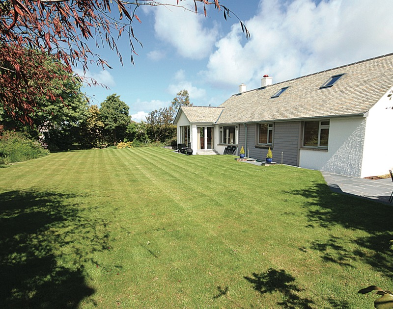 The good sized rear lawned garden, perfect for games or sunbathing at Penolver lodge in easy walking distance of the St Enodoc golf course in Rock.