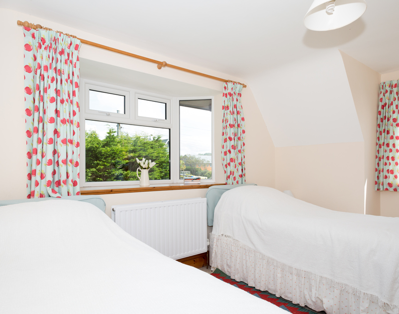 A twin bedroom at coastal, self catering holiday house Seaworthy in Daymer Bay.