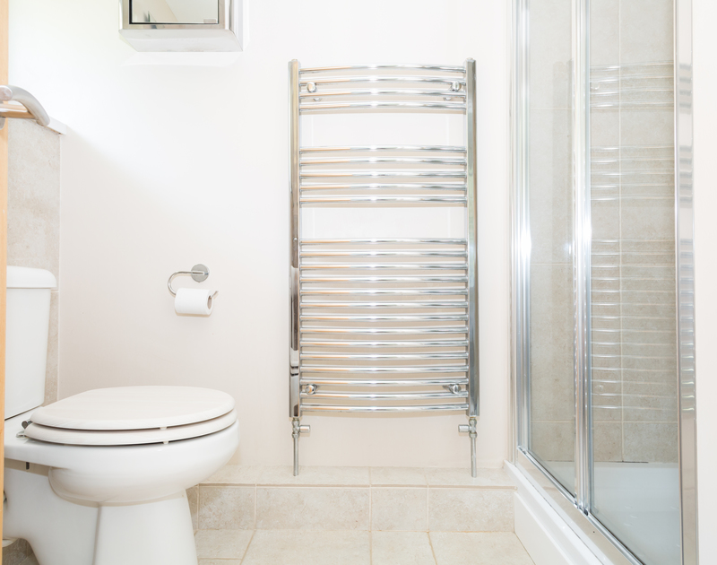 The ensuite shower room with a large towel rail at self catering holiday rental Sunnybank in Port Isaac in North Cornwall.