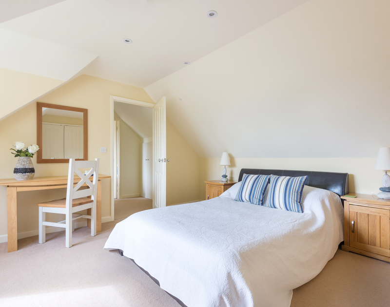 Silverdale's double bedroom and en-suite bathroom, a holiday house to let in Rock, North Cornwall.