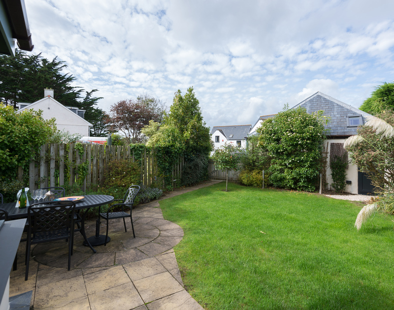 The patio and garden of Gulls Cottage, a self-catering holiday house in Rock, North Cornwall