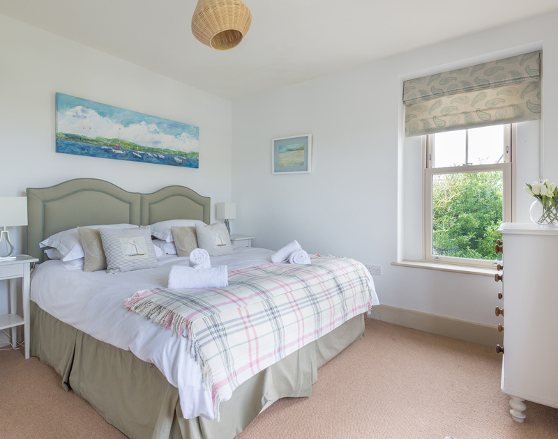 An adaptable  zip and link twin bedroom at Westray House, a self catering holiday house to rent in Polzeath, North Cornwall.