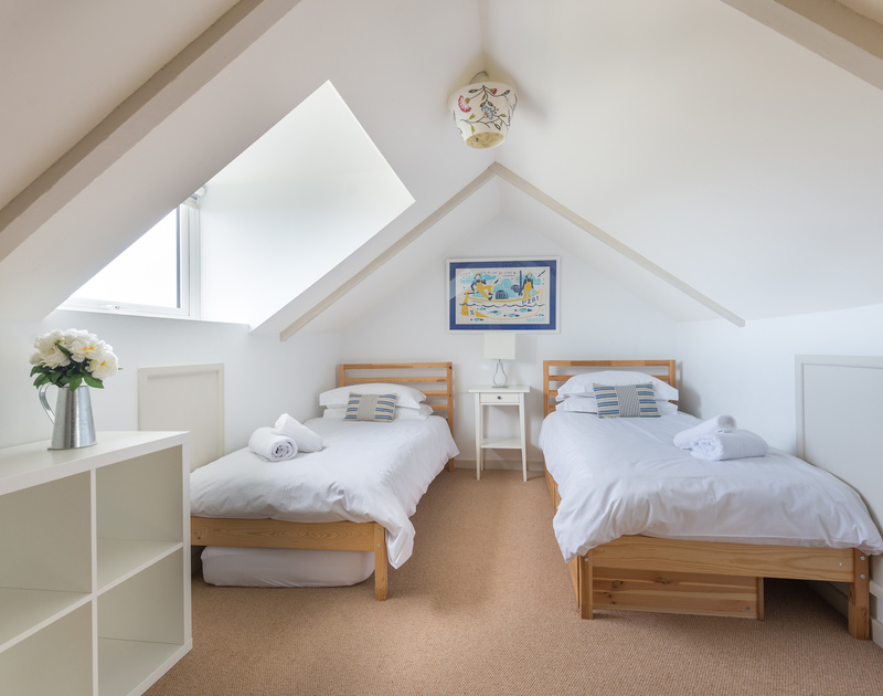A twin bedroom in Westray House, a self catering holiday house to rent by the sea in Polzeath, Cornwall.