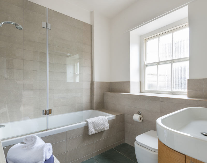 The ensuite bathroom for the spacious triple bedroom at self catering holiday property  4, The Terrace in Rock, Cornwall.