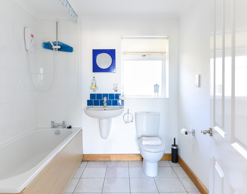 The family bathroom at self catering holiday property Silvershell House, perched at the top of picturesque Port Isaac in North Cornwall.