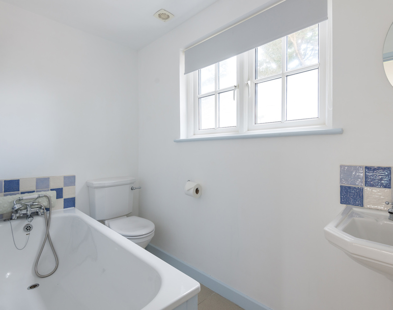 The ensuite bathroom for the double bedroom at Trewidden in Trebetherick, Cornwall.