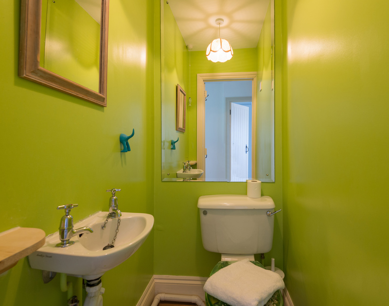 The bright, separate WC at self catering, holiday house Trewella in Daymer Bay.