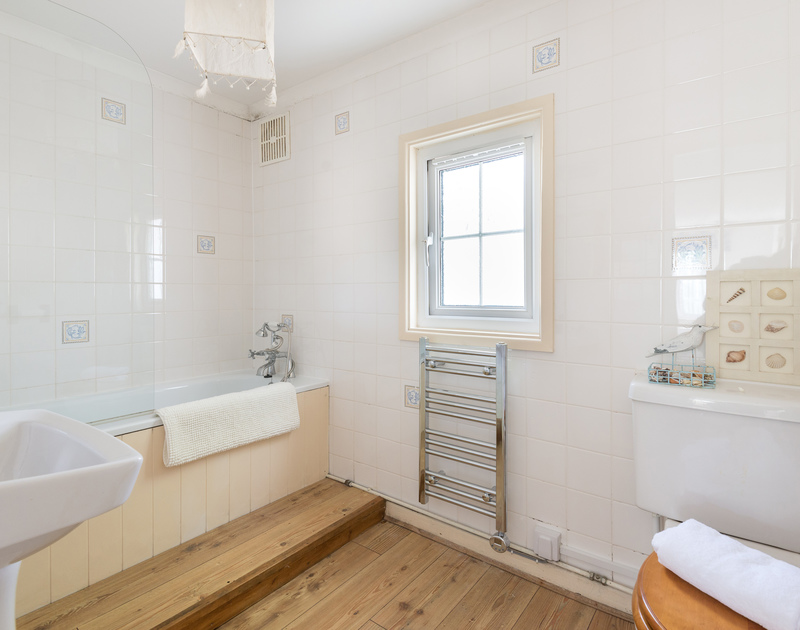 The spacious ensuite bathroom to the king bedroom at Trewella in Daymer Bay