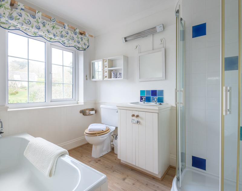 The ensuite bathroom to the master bedroom at Trewella, a characterful, self-catering holiday house at Daymer Bay, Cornwall