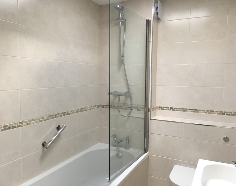 The upstairs bathroom with overhead shower at holiday rental Slipway 6 in Rock.
