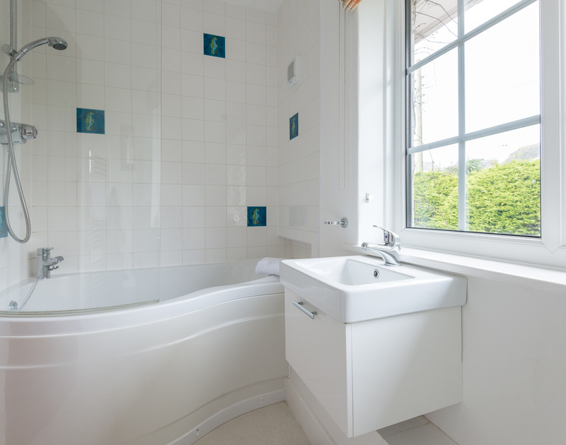 A bright, attractive bathroom at Hob House, a superb holiday house to rent at Daymer Bay, Cornwall