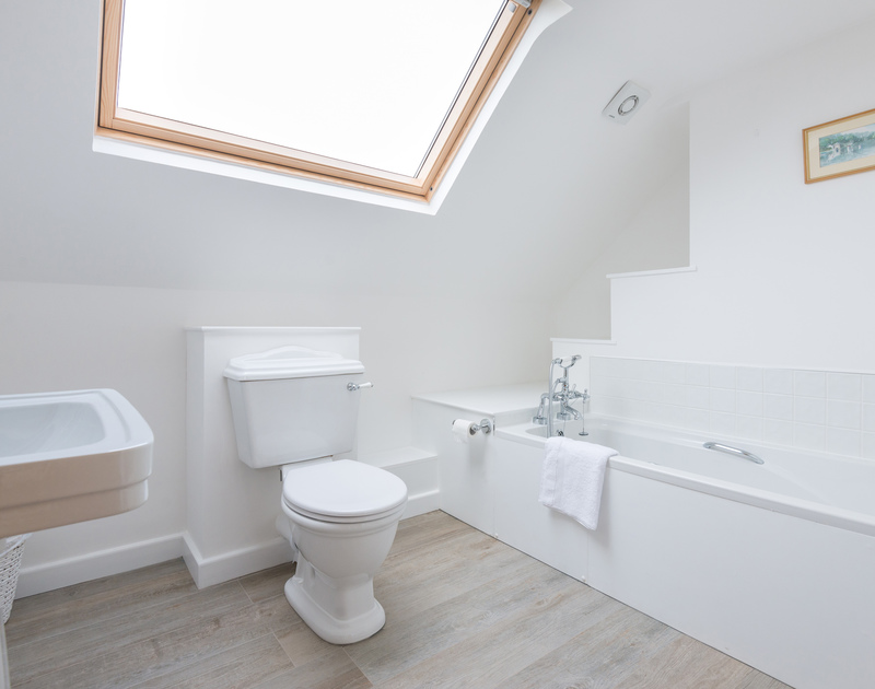 A contemporary ensuite bathroom on the second floor at Hob House.
