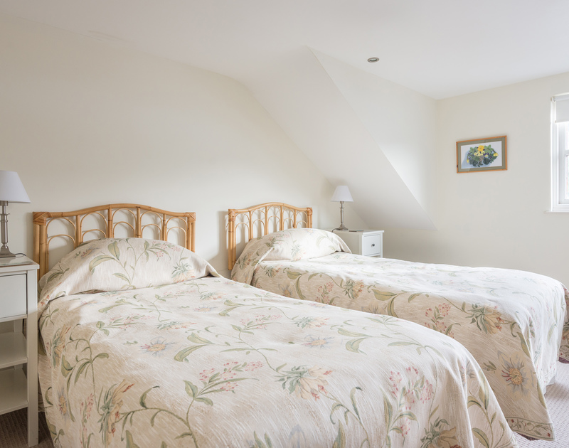 The twin bedroom with an ensuite shower room on the first floor at Cliffside 1, a self catering holiday house to rent in Port Isaac.
