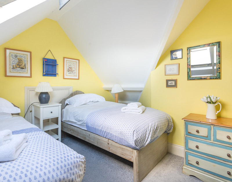 The cosy twin bedroom  on the top floor in Pemberton.