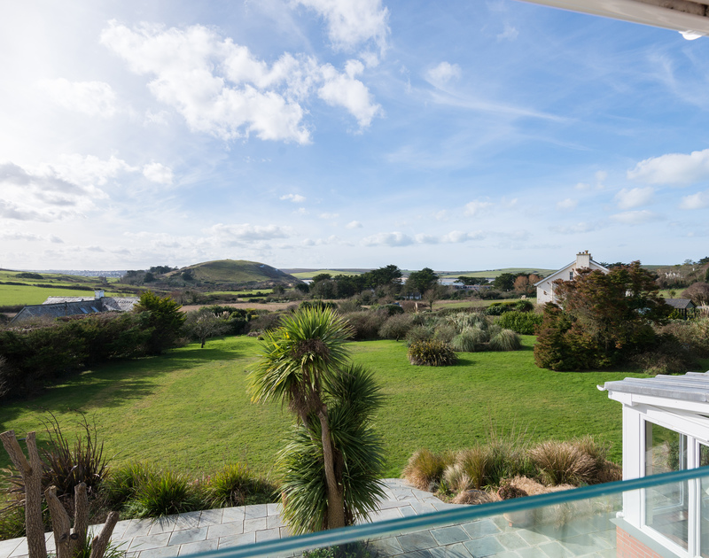 the gorgeous view of Daymer Bay from the master ensuite bedroom at Hob House