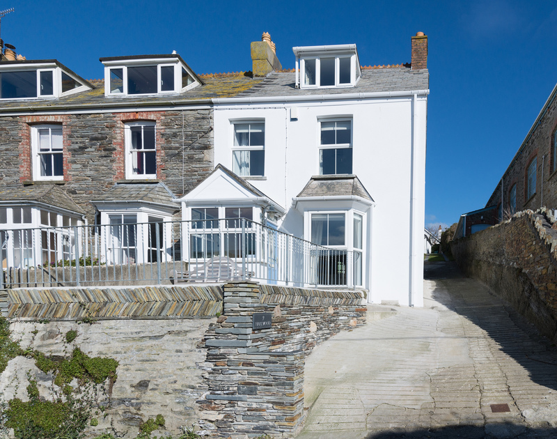 The impeccably presented Cornish holiday property Harewood has been recently renovated with a touch of luxury and plenty of coastal chic,a short walk away from the bustling harbourside at Port Isaac.