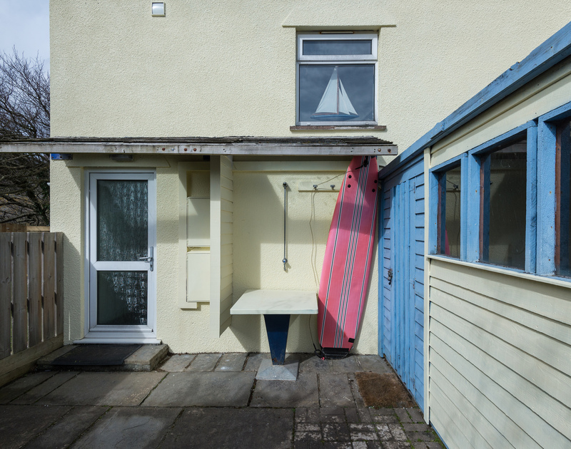 An outside shower for washing off the salt and sand from days on the beach or in the surf at Beachside in Polzeath.