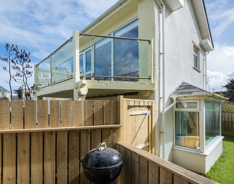Beachside in Polzeath is a self catering holiday house to rent,  ideally suited to  surfers or beach lovers and  close to shops, cafes and restaurants.