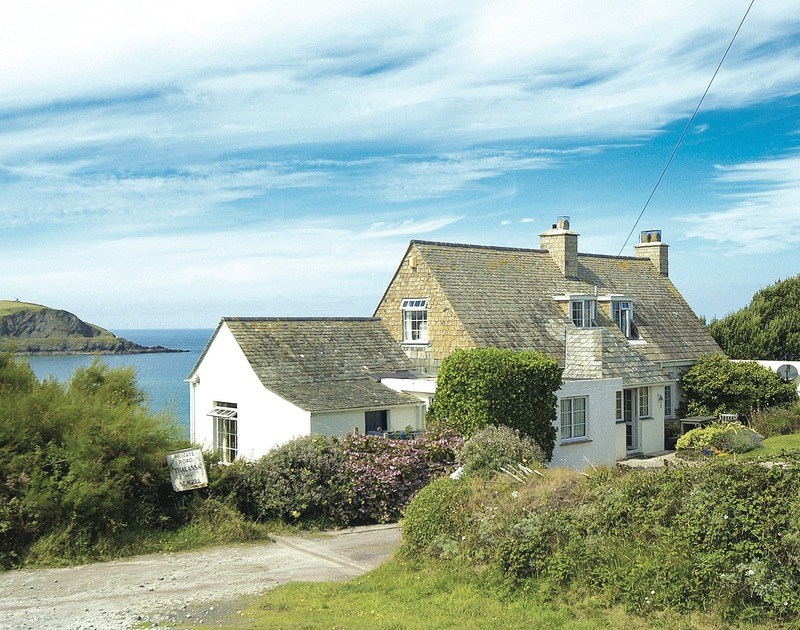 Thalassa is a traditional stone built dogfreindly holiday cottage in an outstanding setting near Daymer Bay in Cornwall with uninterrupted sea views.