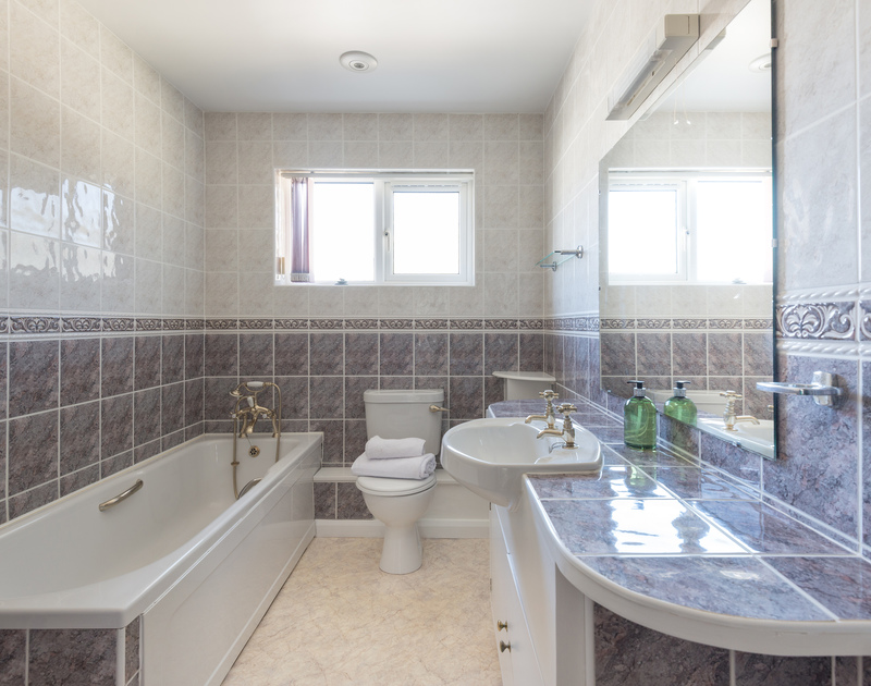 Fully tiled bathroom at Beaches a self catering, holiday property to rent in walking distance of Polzeath in North Cornwall.