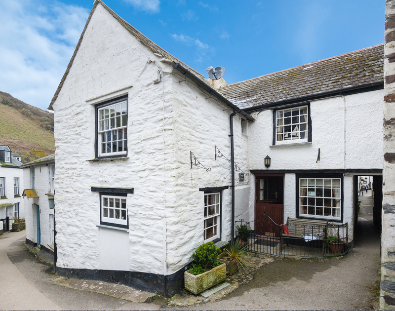 Charming and characterful Temple Cottage is an attractive stone holiday home  tucked away in the heart of Port Isaac in North Cornwall.