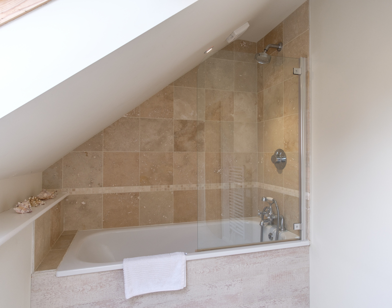 Soak in the bathtub in the first floor, king size bedroom, ensuite, at Greystones close to the beach at Daymer.