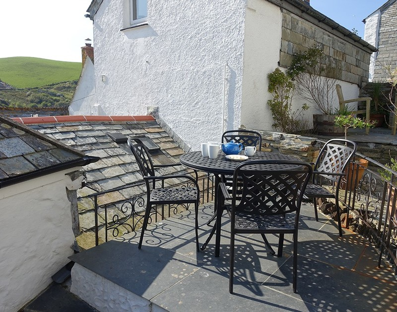 Take tea outside at self catering holiday home Bre Cottage where you can listen to the seagulls calling as the fishing boats chug their way into the harbour at Port Isaac with their fishy catch of the day.