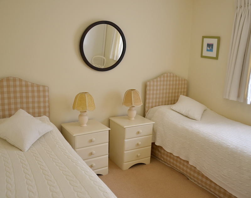 A smart twin bedroom in Trewin, a self catering holiday property to rent in Rock, North Cornwall.