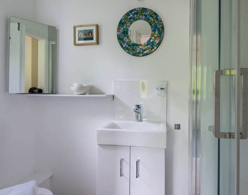 The shower room at self catering, holiday house, Sliggon Field in Trebetherick.