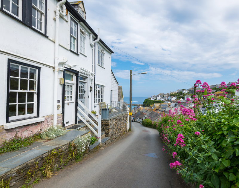 Self catering holiday rental April Cottage is situated on the way down the hill to the pretty harbour side village of Port Isaac in North Cornwall.