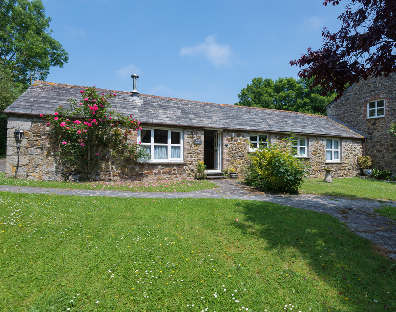 Millers Cottage is a very pretty converted mill, set in Tregwarmond Mill, a peaceful hamlet only a couple of miles from Polzeath and Rock.
