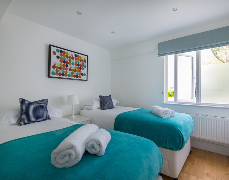 The delightful twin bedroom on the ground floor at Tradewinds in Polzeath.