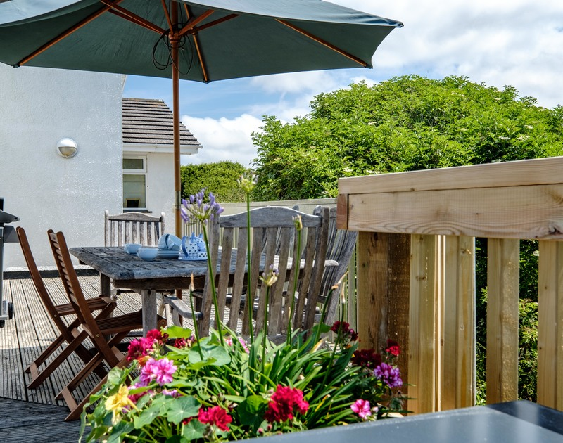 Put the parasol up on hot sunny days for drinks and meals outside at self catering, holiday house Quarry Cottage at Polzeath.