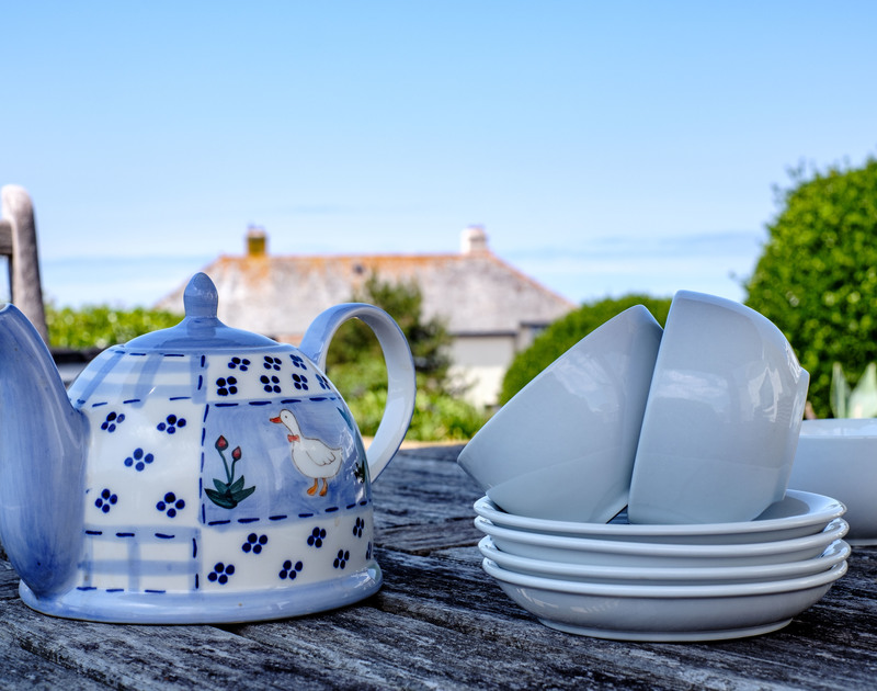 Take tea in the garden and enjoy gazing at the sea views from Quarry Cottage in Polzeath.